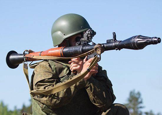 Insegnamenti di fanteria motorizzata e lanciatori di granate nel distretto militare meridionale