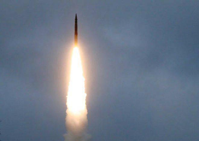 """दक्षिणी रूस के एक परीक्षण स्थल से """"टोपोल"""" का परीक्षण लॉन्च किया गया"""