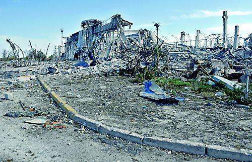 Французская делегация осмотрела развалины Донецкого аэропорта и Свято-Иверского монастыря для подготовки спецдоклада