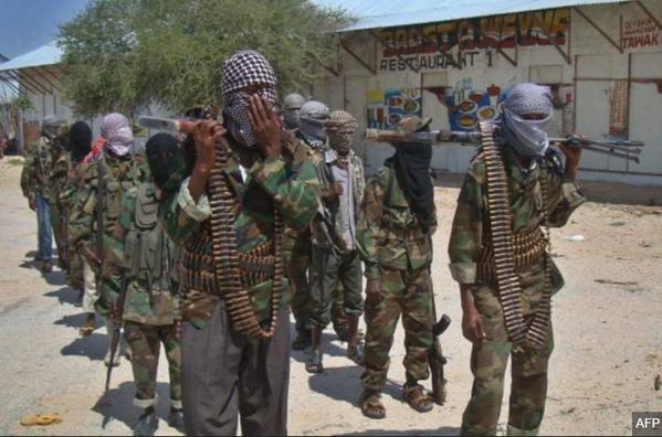 El-Şabab militanları Somalili bir barışı koruma üssünün kontrolünü ele geçirdi ve en az 60 askeri öldü