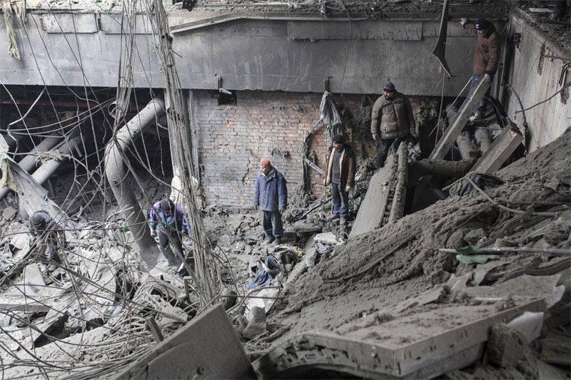 I funzionari di sicurezza ucraini hanno ripreso un intenso bombardamento dell'aeroporto di Donetsk
