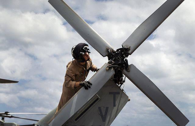 미군 헬리콥터 두 대가 하와이 제도 해안에서 충돌했다.