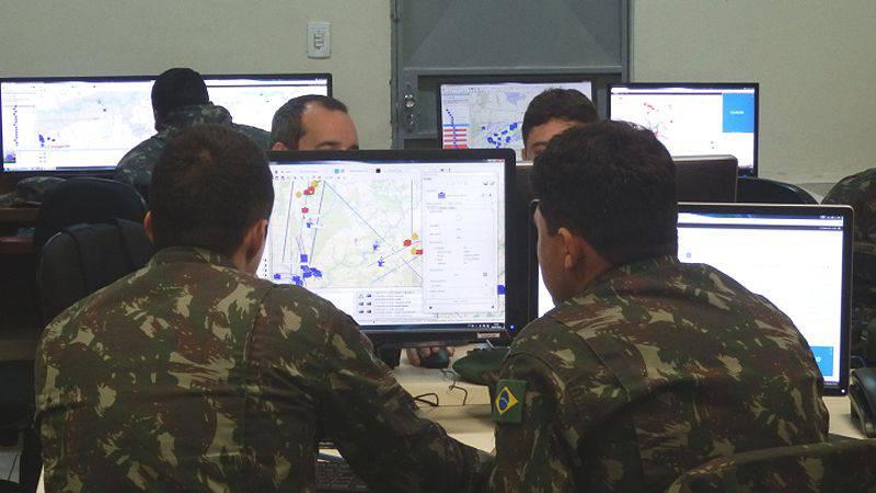 O Brasil planeja criar quatro centros de treinamento de combate. E Mulino aqui e?
