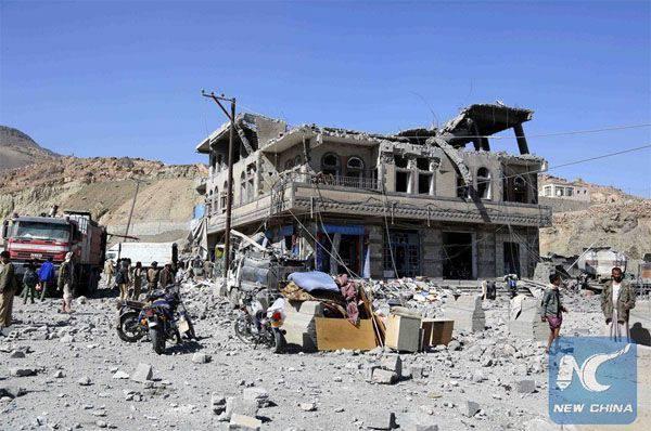サウジアラビアの連合軍の航空がサナア(イエメン)の警察署の建物を爆撃した