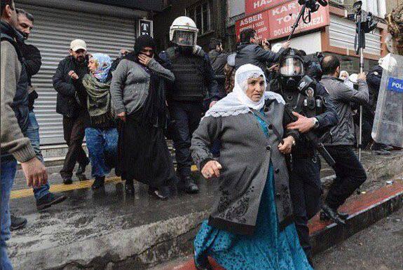 """Le Premier ministre turc annonce la fin de """"l'opération anti-terroriste"""" dans la ville de Silopi (province de Shirnak, Turquie)"""