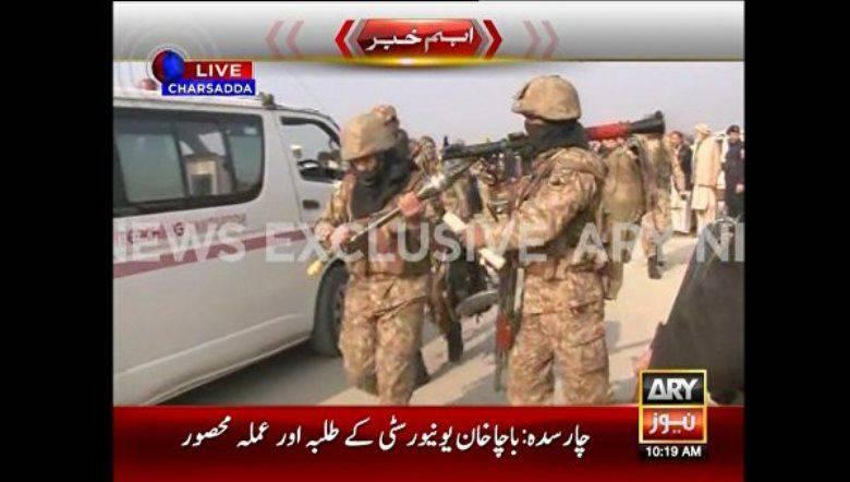 Polícia paquistanesa confirmou a morte de 21 em um ataque de militantes em uma universidade
