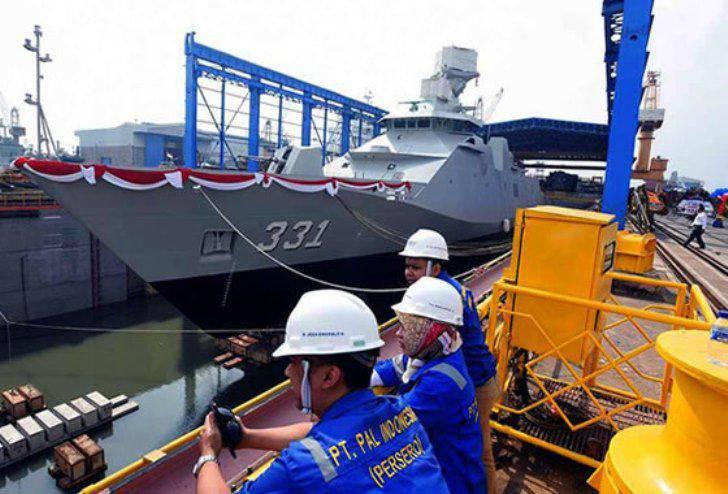 Na Indonésia, lançou a fragata Sigma