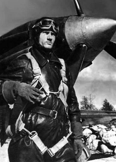 无腿的俄罗斯飞行员摧毁了健康的德国人