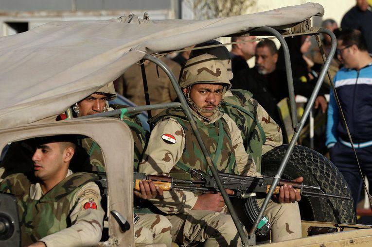 エジプトの軍が共同演習をサウジアラビアに向かう
