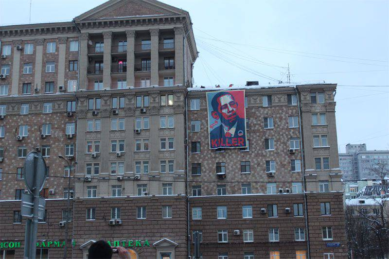 """The American ambassador in Moscow was given the opportunity to """"admire"""" the poster """"Obama - hitman"""""""