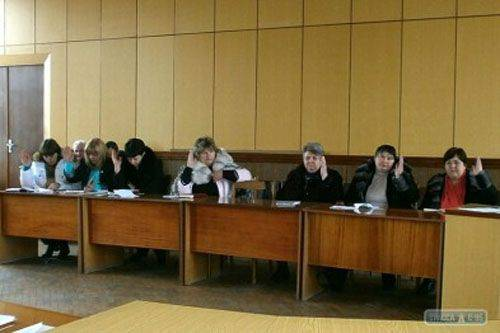 "Theater of the absurd: Ukrainian municipalities oblige to vote on the recognition of Russia as ""aggressor"""