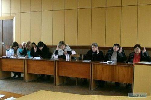 """Theater des Absurden: Ukrainische Gemeinden verpflichten sich, über die Anerkennung Russlands als """"Aggressor"""" abzustimmen"""