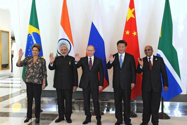 BRICS - 미국 : IMF를 위해 싸우십시오