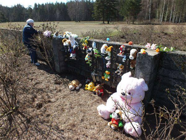 """라트비아어 """"역사"""": """"Salaspils의 캠프는 죽음의 캠프가 아니 었습니다"""""""