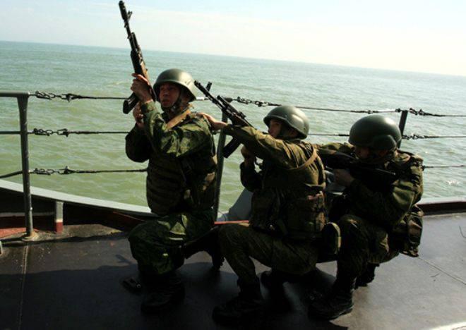 Denizciler, donanma gemilerindeki anti-terör gruplarının bir parçası olarak eğitime başladı