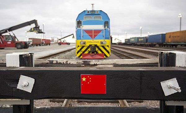 우크라이나화물 열차가 16 일 동안 중국으로가는 길에 러시아를 여행했습니다.