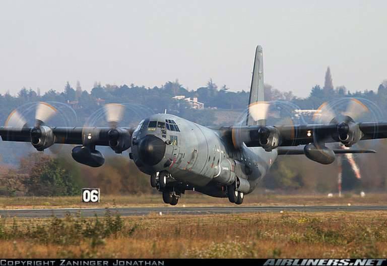 La France achète l'avion de transport 4 C-130J