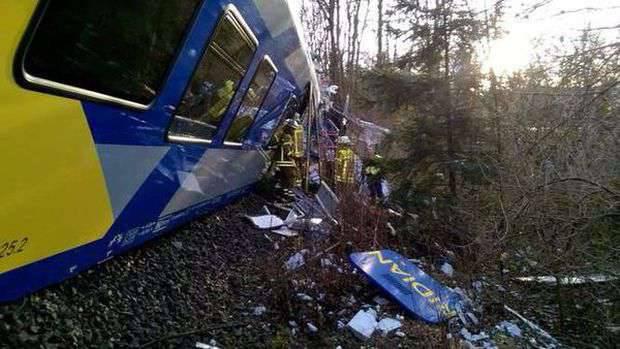 Bei einem schweren Zugunglück in Bayern kamen mindestens 8-Leute ums Leben