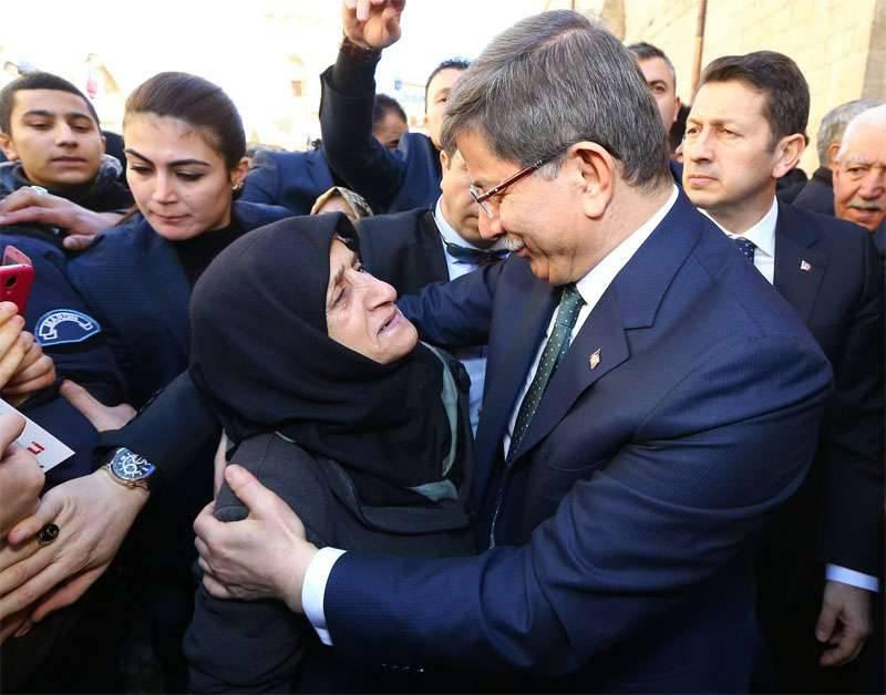 """Davutoglu sagte, dass die Türkei """"die historischen Schulden an die Brüder aus Aleppo zurückzahlen wird"""""""