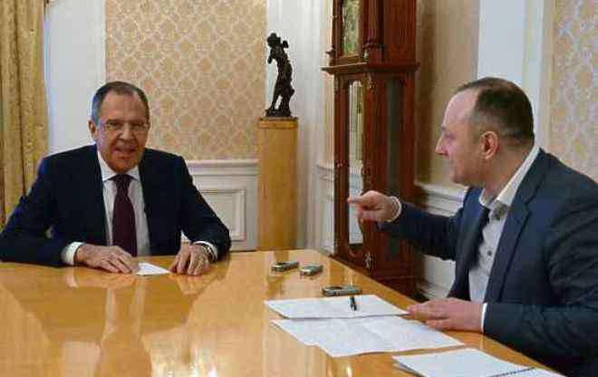 लावरोव: संयुक्त राज्य अमेरिका में कुछ रूस को दो मोर्चों पर लड़ने के लिए मजबूर करना चाहेंगे