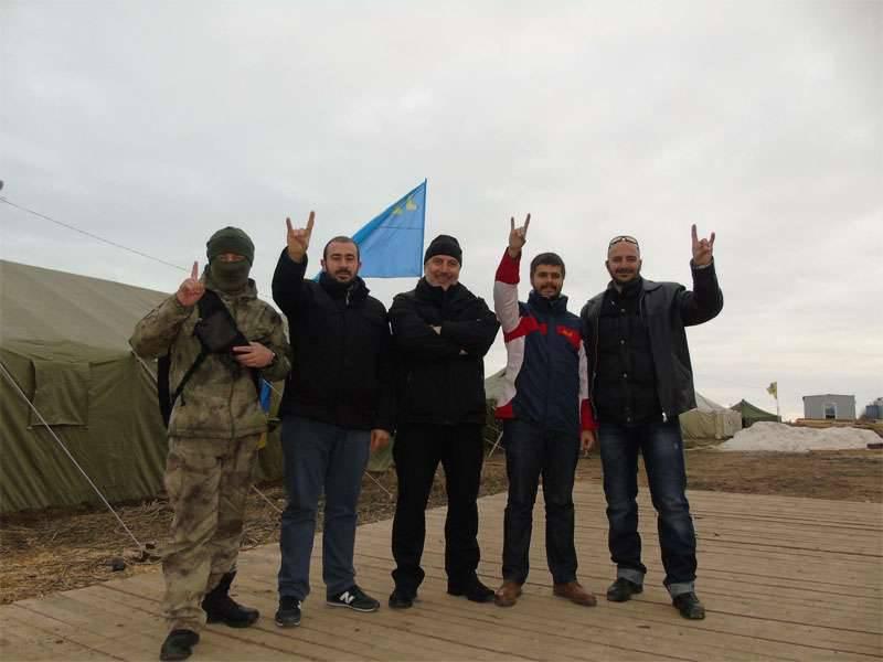 """Islyamov ameaçou """"ocupar a Crimeia"""""""