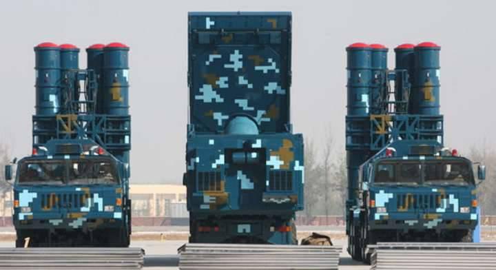 La Cina ha lanciato complessi antiaerei su una delle isole contese
