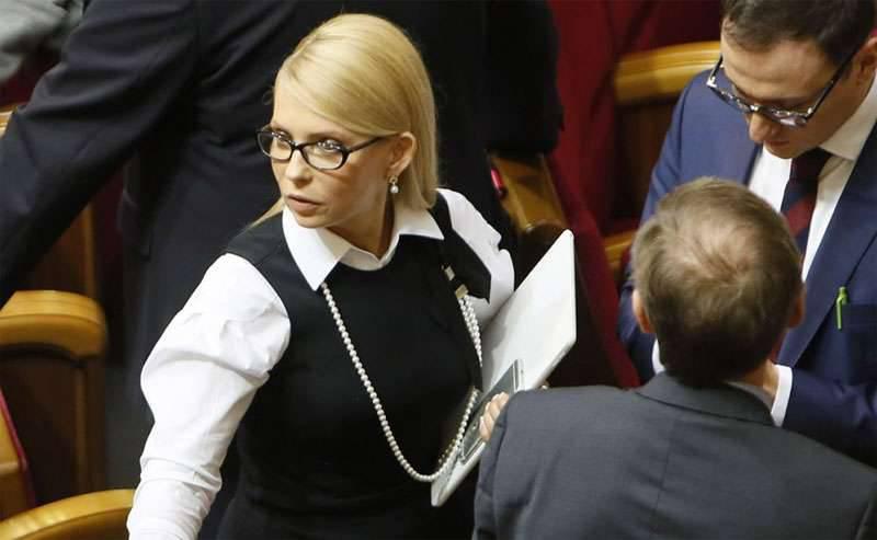 """尤利娅·季莫申科(Yulia Tymoshenko)宣布与波罗申科(Boroshenko)退出Batkivshchyna联盟,称该联盟""""毫无机会"""""""