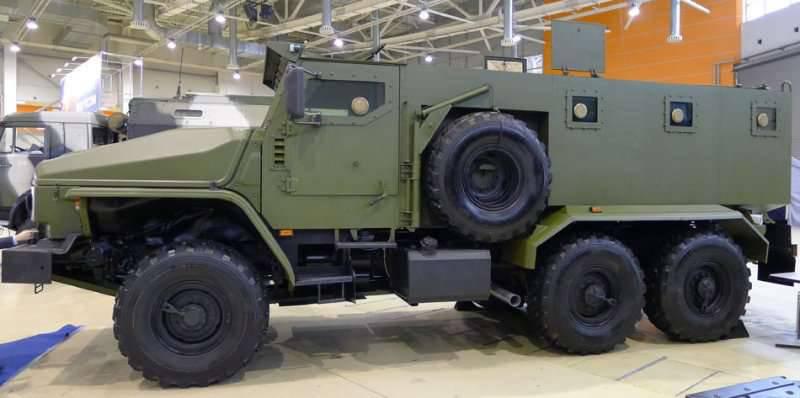 इस साल, यूराल-वीवी बख्तरबंद कार का एक प्रायोगिक संस्करण रूसी संघ के रक्षा मंत्रालय की जरूरतों के लिए दिखाई देगा
