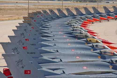Un avion turc bombarde des Kurdes dans le nord de l'Irak