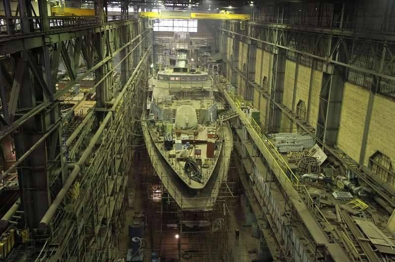 """En el astillero Severnaya Verf se están preparando para instalar los motores en la corbeta """"Gremyaschy"""""""