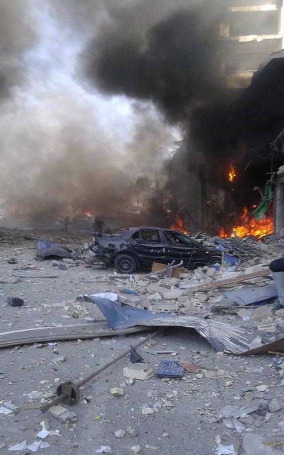 两架轰炸机炸毁了叙利亚霍姆斯的汽车