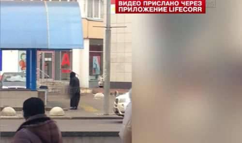 मॉस्को मेट्रो स्टेशन पर एक कातिल महिला को गिरफ्तार किया गया और विस्फोट करने की धमकी दी गई।