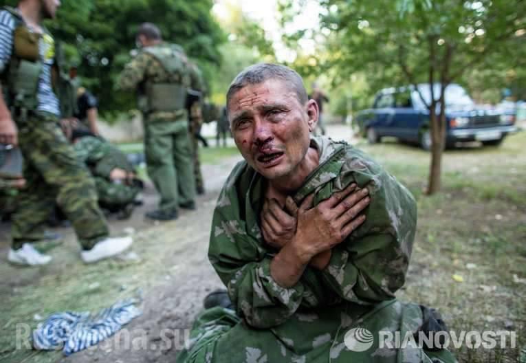 """우크라이나 국방부는 """"포로 용기""""를 위해 백개 이상의 메달을 수여합니다"""