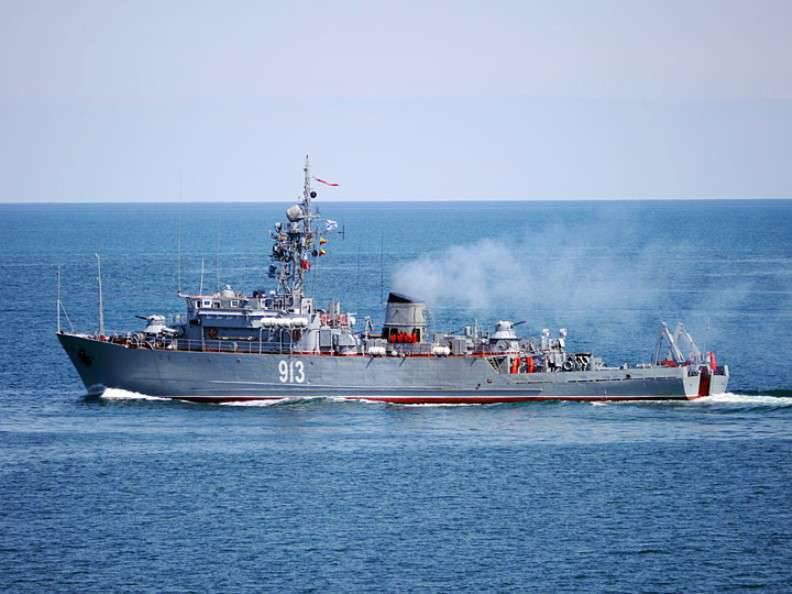 Mídia: navio russo varrerá a costa da Síria em conexão com risco de mina