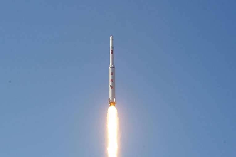 जापान के सागर की ओर डीपीआरके में लघु दूरी की मिसाइलों का प्रक्षेपण