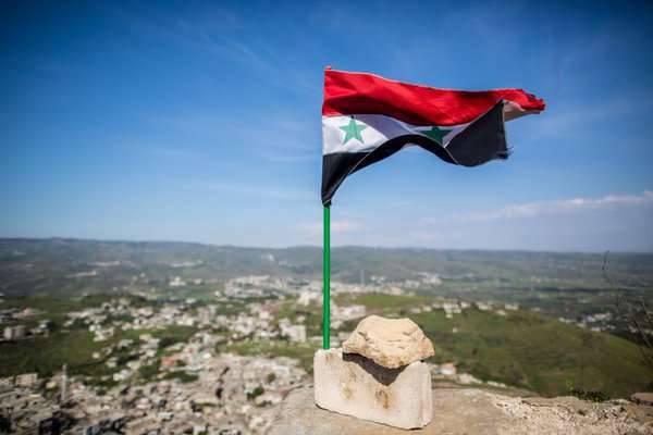 Les communautés syriennes rejoignent le processus de paix après une réunion des conseils des anciens