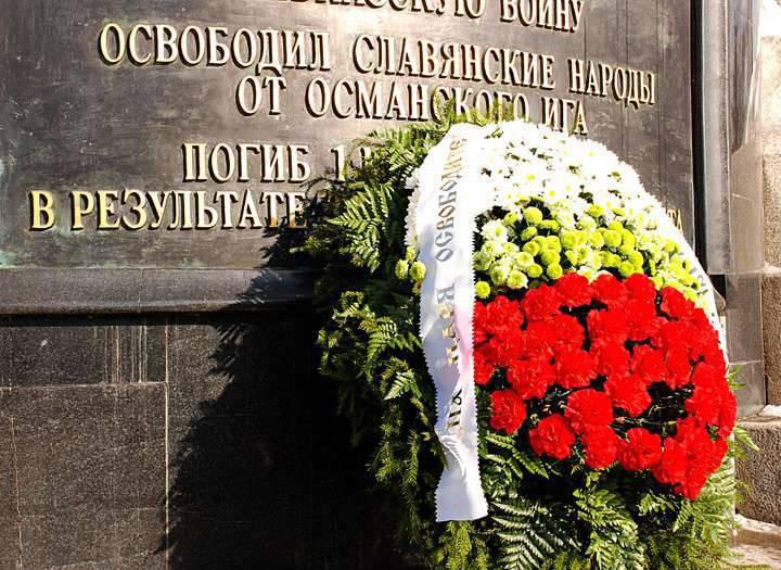 불가리아 당국은 에르도 간 (Erdogan)을 오스만 멍에 (Ottoman Yoke)에서 해방의 날 축하 행사에 초청했고 블라디미르 푸틴 (Vladimir Putin)을 초대하지 않았다.