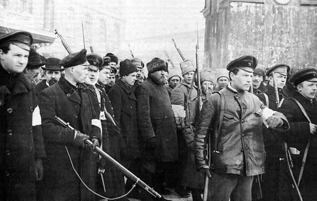"""Şubat Devrimi: """"Beşinci Kol"""" ve Batı'nın eylemleri"""