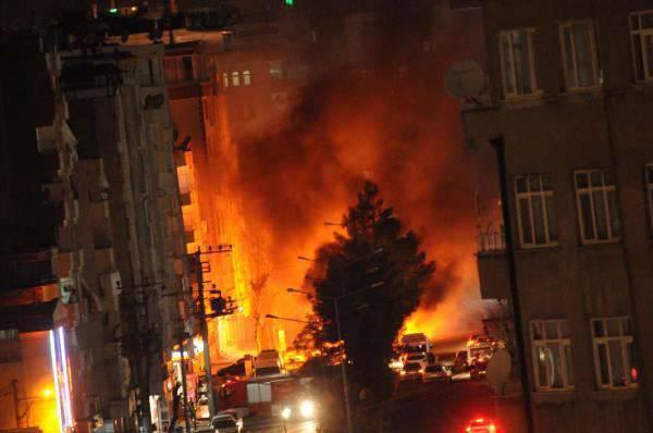 터키 Diyarbakir에서의 거리 싸움