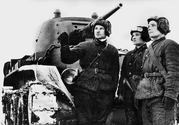 소련 - 핀란드 전쟁 1939-40의 두 탱크 전함.