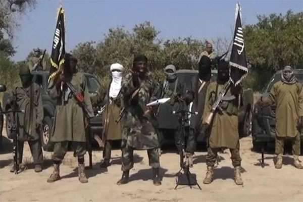 Camide meydana gelen patlama ve teröristlerin Nijerya'daki polislerle mücadelesi. Pakistan'da terör saldırısı