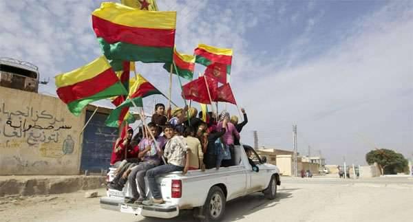 시리아 쿠르드족은 SAR의 북쪽에 연방 지역을 창설했다고 발표했다. 다마스쿠스 반응