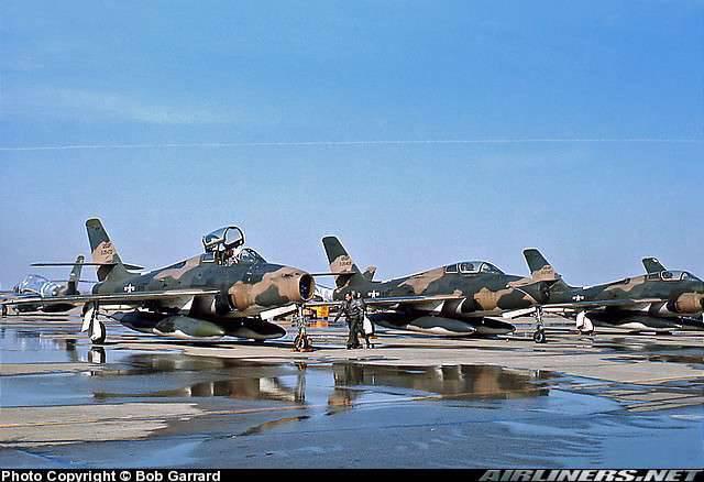 Le républicain F-84 Thunderjet / Thunderstrike / Thunderflash. Partie II. Aile balayée