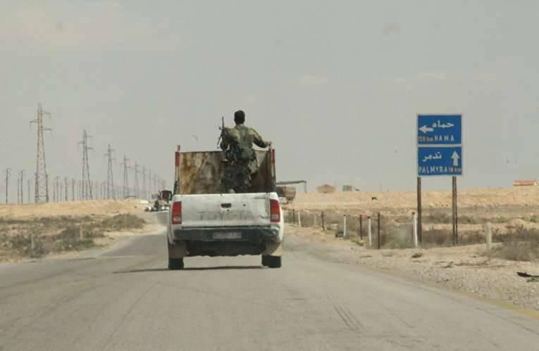 Suriye birlikleri Palmyra'nın tarihi kısmına girdi