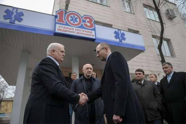 """Verkhovna Rada의 대리인 : """"Yatsenyuk는 사직서를 작성했다"""""""