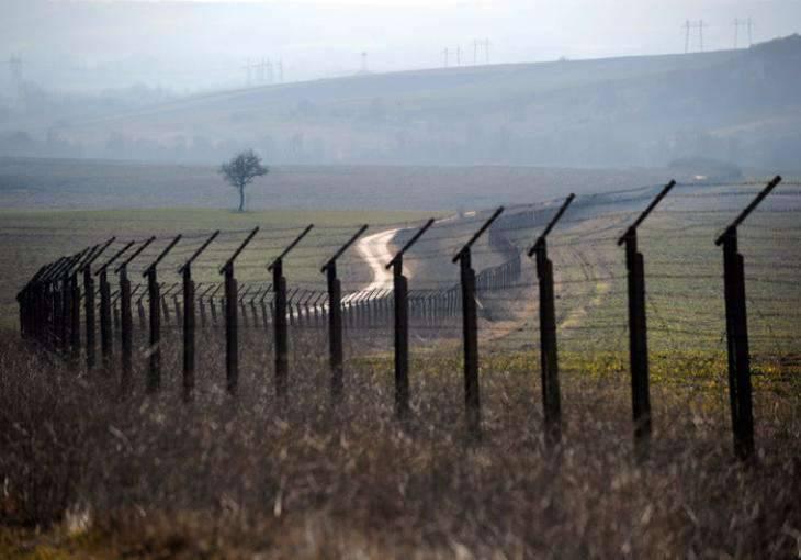 Özbekistan, Kırgızistan sınırını güçlendiriyor, zırhlı araçlar ve diğer personel taşınıyor