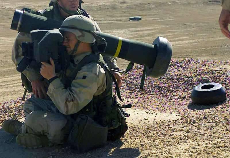 एस्टोनियाई सेना ने संयुक्त राज्य अमेरिका से जेवलिन परिसरों के लिए मिसाइलें प्राप्त कीं