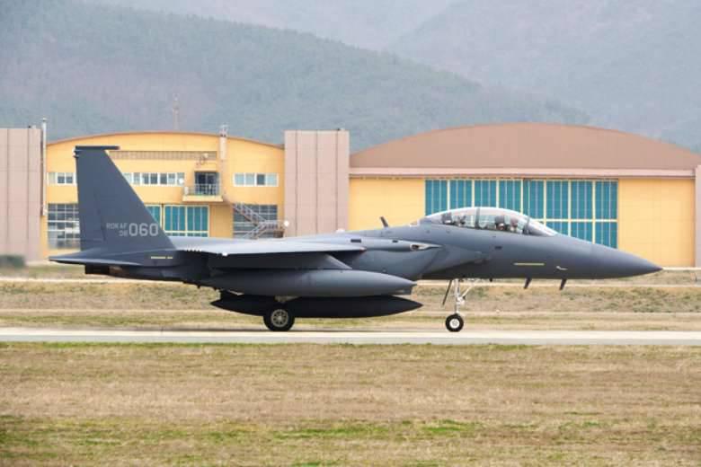 韩国空军进行了训练,以摧毁朝鲜的关键设施