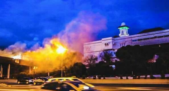 スペインの極右がマドリードのモスクに火を放ち、「テロと過激なイスラム化に反対」と発言した