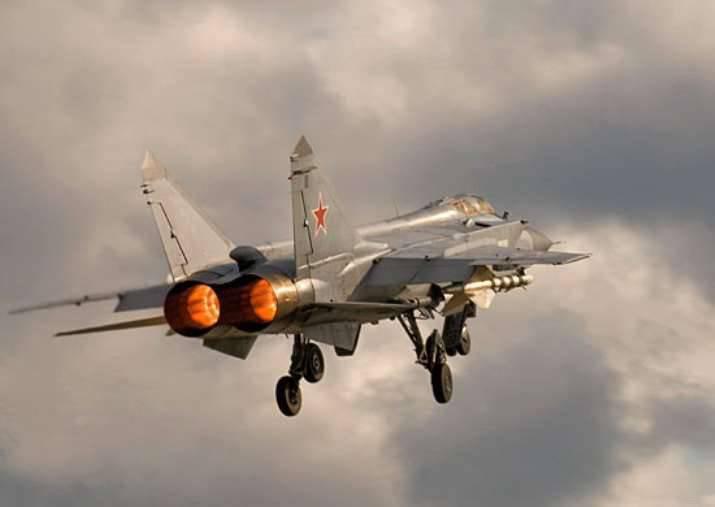 "ZVO 항공기의 대원이 성층권의 ""적""을 가로 챘다."